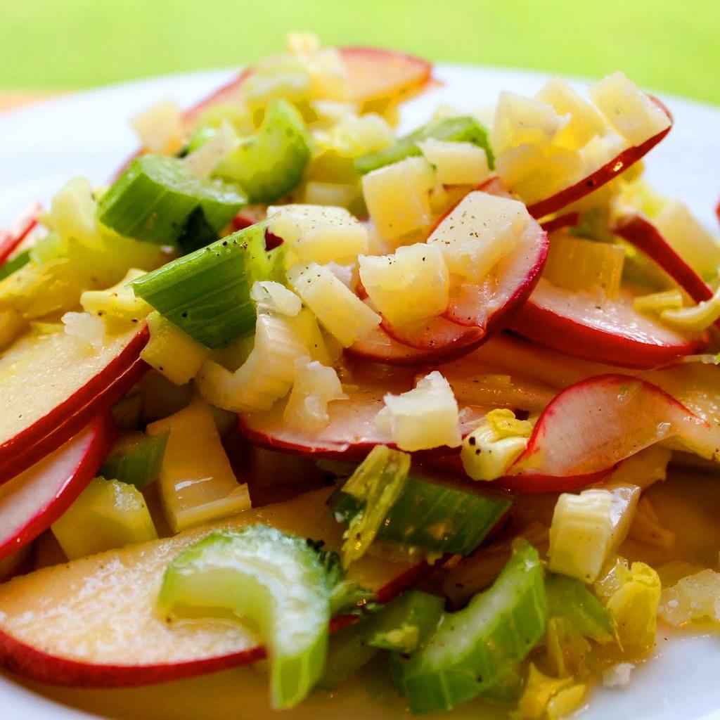 Рецепт диетического салата из сельдерея