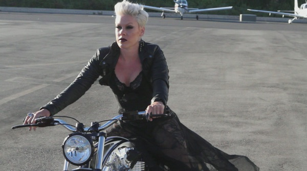 P!nk - Behind the Scenes of the Greatest Hits...So Far!!! Photoshoot